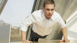Tips Olahraga bagi Pekerja Kantoran: Jangan Begadang!