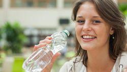 Seberapa Sering Harus Mencuci Botol Minum Isi Ulang?