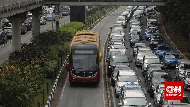 Anies Serahkan Persoalan Pembelian Bus ke Dirut Transjakarta