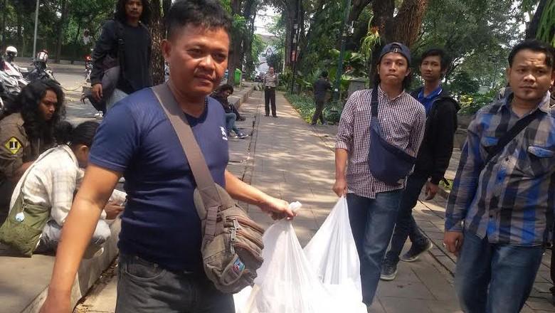 Puas Orasi di Depan Rumah Dinas Gubernur DKI, #LawanAhok Bubar Jalan