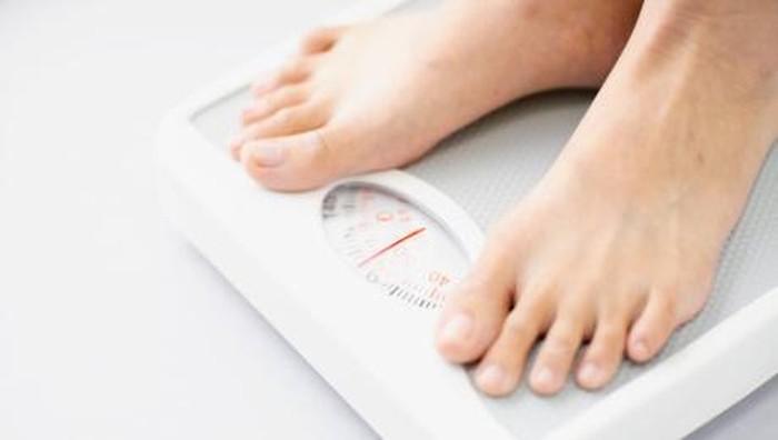 Saat puasa, asupan makan dibatasi. Berat badan seharusnya berkurang (Foto: thinkstock)