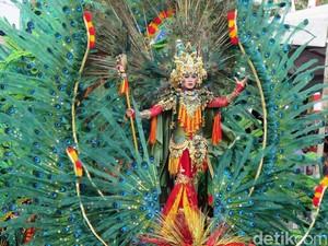 Foto Melihat Lebih Dekat Makeup Peserta Jember Fashion Carnaval