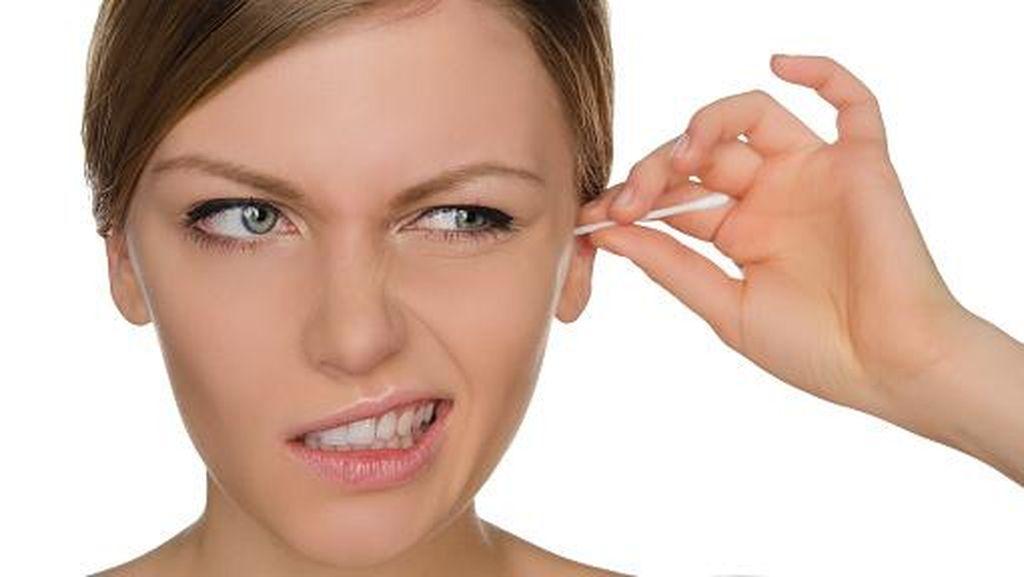 Alasan Mengapa Sebaiknya Tidak Pakai Korek Kuping Untuk Bersihkan Telinga