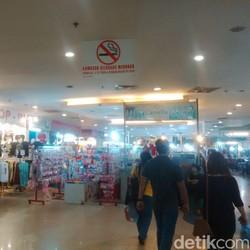 Ada Pasar Batu Akik, Pengunjung Keluhkan Bau Asap Rokok di Mal Seasons City