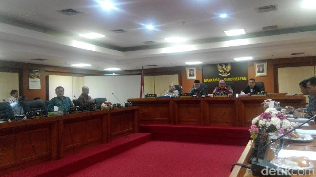MKD DPR Putuskan Kasus Gelar Palsu dan Aduan Istri Krisna Mukti Hari ini