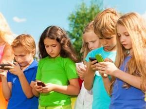 Ini yang Bisa Terjadi Pada Anak Remaja Jika Terlalu Banyak Main Medsos