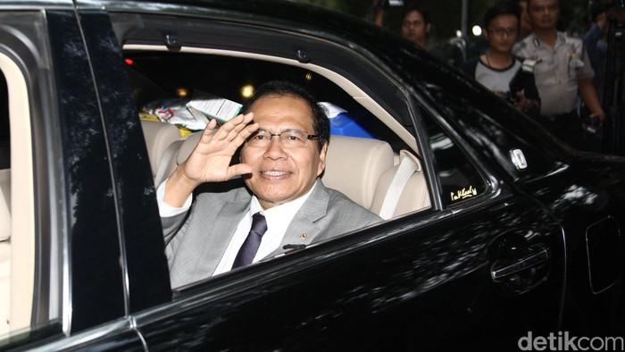 Menteri Koordinator bidang Kemaritiman Rizal Ramli datang ke rumah Ketua Umum PDIP Megawati Soekarnoputri di Jalan Teuku Umar, Jakarta Pusat, Rabu (9/9/2015). Rizal mengaku ada tak pembicaraan khusus dalam pertemuan. Bahkan pertemuan sama sekali tidak menyinggung perseteruan antara Rizal dengan Wakil Presiden Jusuf Kalla beberapa waktu lalu.