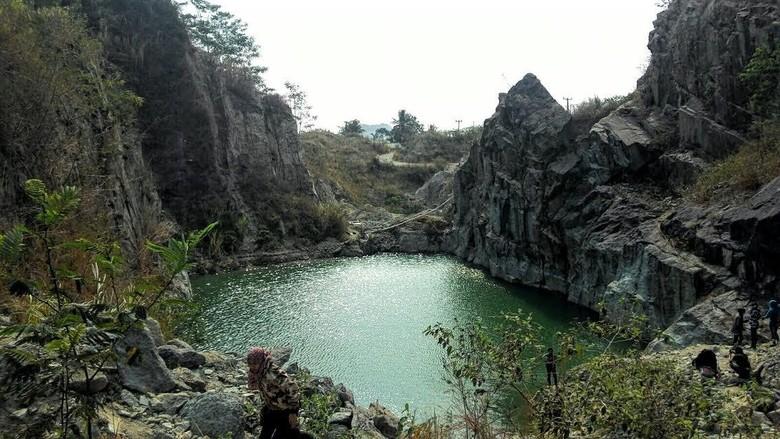 Danau Bacan di Bekas Lokasi Tambang Batu di Sukabumi ini Lagi Kekinian