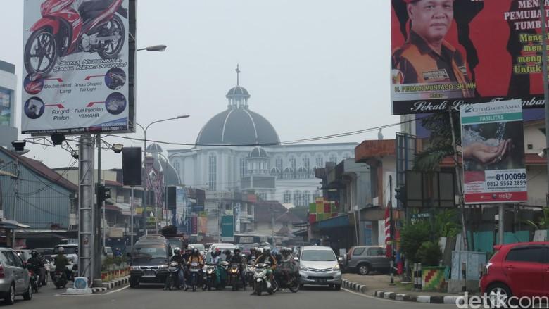 Kabut asap tipis menyelimuti kota Pontianak, Kalimantan Barat