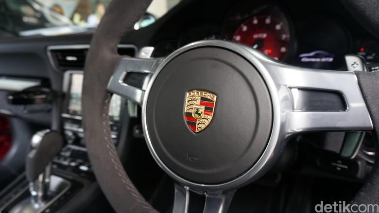 Porsche. Foto: M Luthfi Andika