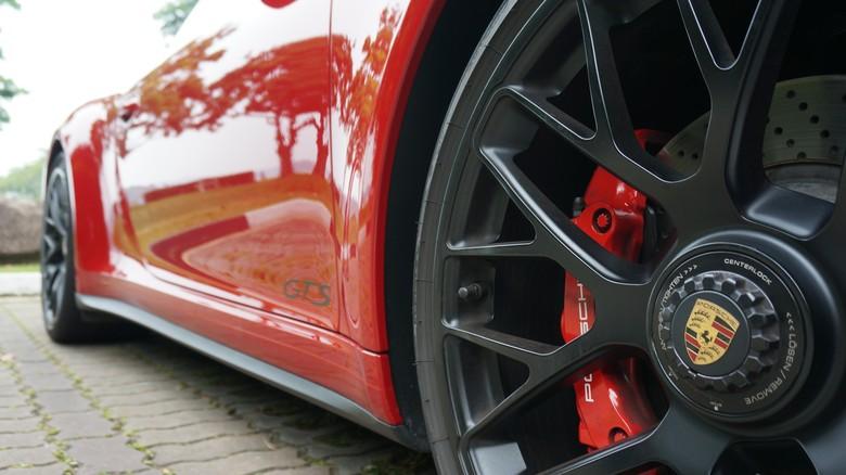 Pelek mobil Porsche (Foto: M Luthfi Andika)