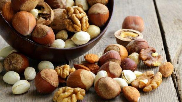 Mix nuts (almonds, hazelnuts, walnuts)