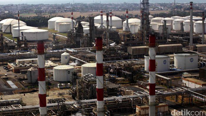 Kilang minyak di CilacapFoto: Hasan Al Habshy