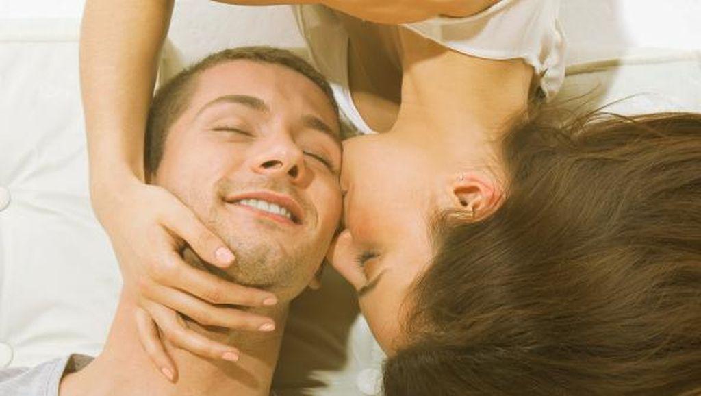 65% Suami-Istri Bercinta di Tengah Malam karena Tak Ada Waktu