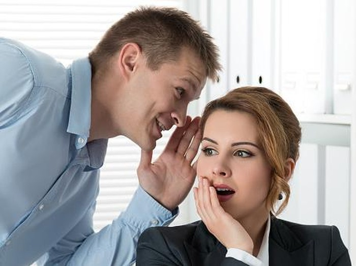 Gosip adalah bagian kemampuan sosial yang terjadi pada pria dan wanita. Foto: Thinkstock