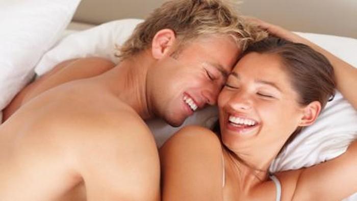 Fakta dan mitos seputar sesi bercinta bersama pasangan. Foto: Thinkstock