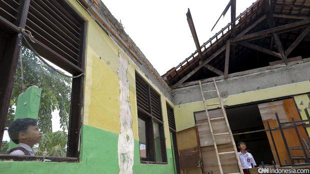 Ilustrasi ruang kelas ambruk.