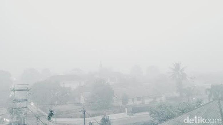Palembang Dikepung Kabut Asap Parah, Begini Penampakannya Pagi Ini