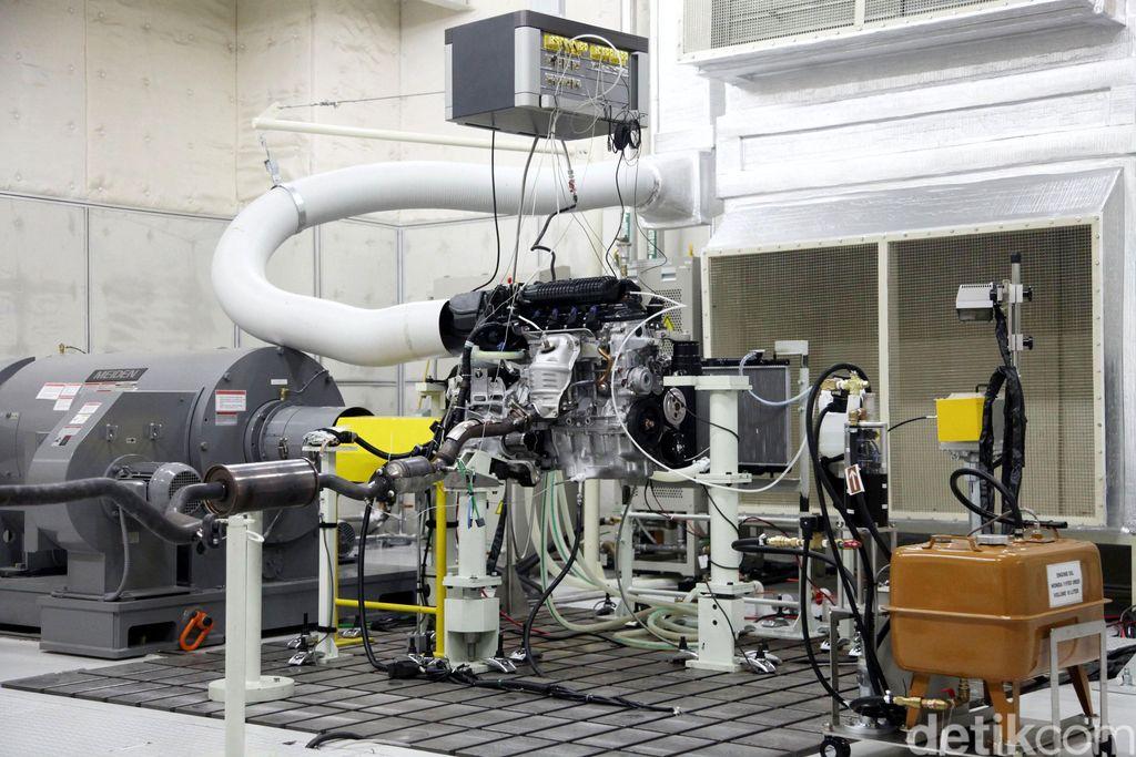 Fasilitas pengetesan mesin (engine test bench) di pabrik PT. HPM, Karawang, Jawa Barat, Rabu (30/09/2015). Pembangunan fasilitas tersebut sebagai komitmen Honda untuk meningkatkan kapasitas dan kualitas produksi sekaligus mempercepat proses lokalisasi komponen untuk produk-produk Honda di Indonesia. Selain engine test bench HPM juga akan memiliki crankshaft factory yang sedang dalam tahap pembangunan. Grandyos Zafna/detikcom