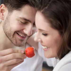 Hindari 5 Makanan Ini Sebelum Bercinta