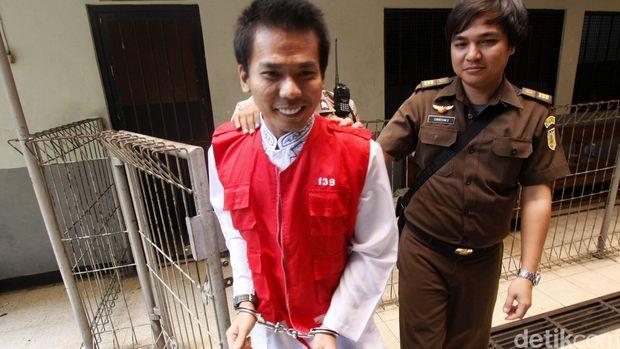 Sidang kasus muncikari artis dengan terdakwa Robbi Abbas kembali digelar di Pengadilan Negeri Jakarta Selatan, Kamis (1/10/2015). Dalam sidang tersebut mengadirkan saksi Amel Alvi yang diguda salah satu artis yang disewa Robby untuk  ditawarkannya. Lamhot Aritonang/detikcom.