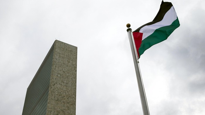 The Palestinian flag flies after being raised by Palestinian President Mahmoud Abbas in a ceremony the United Nations General Assembly at the United Nations in Manhattan, New York September 30, 2015. Even though Palestine is not a member of the United Nations, the General Assembly adopted a Palestinian-drafted resolution that permits non-member observer states to fly their flags alongside those of full member states.  REUTERS/Andrew Kelly      TPX IMAGES OF THE DAY
