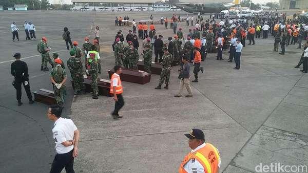 5 Jenazah Korban Aviastar Diangkut Heli Basarnas Tiba di Makassar