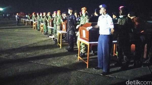 Susul Heli Basarnas, Heli TNI AD Angkut 5 Korban Aviastar Tiba di Makassar