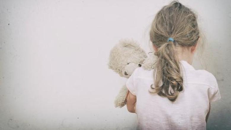 Ilustrasi anak merajuk minta dibelikan baju untuk Lebaran/ Foto: Thinkstock