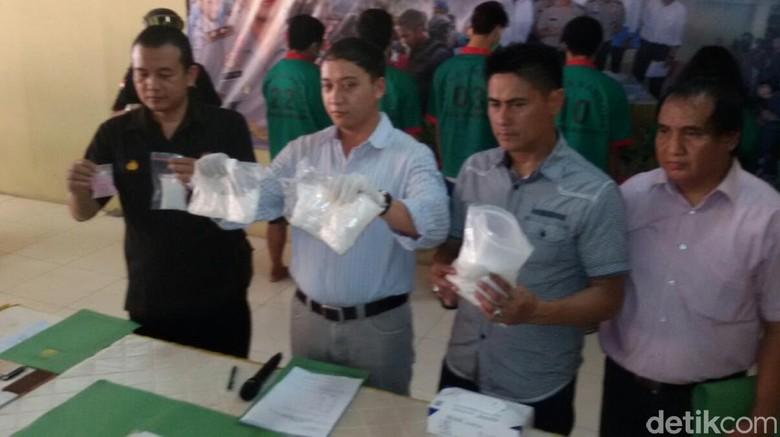 Selundupkan 1 Kg Sabu, Dua Ibu Rumah Tangga Asal Aceh Ditangkap
