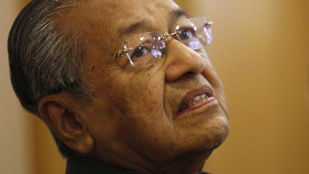 Mahathir Mohamad mendesak percepatan penyelidikan kasus 1MDB.