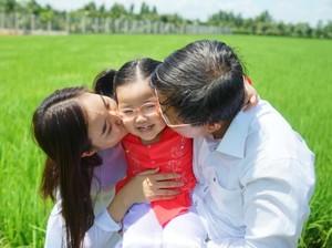 Kata Ibu-ibu Soal Beda Pengasuhan Anak Pertama dan Selanjutnya