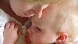 Cara Tepat Mengatasi Anak yang Sakit karena Kangen Seseorang