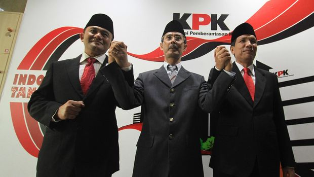 Deputi Penindakan KPK Irjen Pol Heru Winarko (kiri), Deputi Pengawasan Internal dan Pengaduan Masyarakat Ranu Miharja (tengah), dan Deputi Pencegahan Pahala Nainggolan, di Gedung KPK, Jakarta, Kamis (15/10).