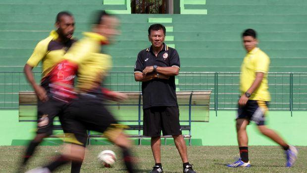 Sriwijaya FC jadi klub profesional yang terakhir dilatih Benny Dolo.