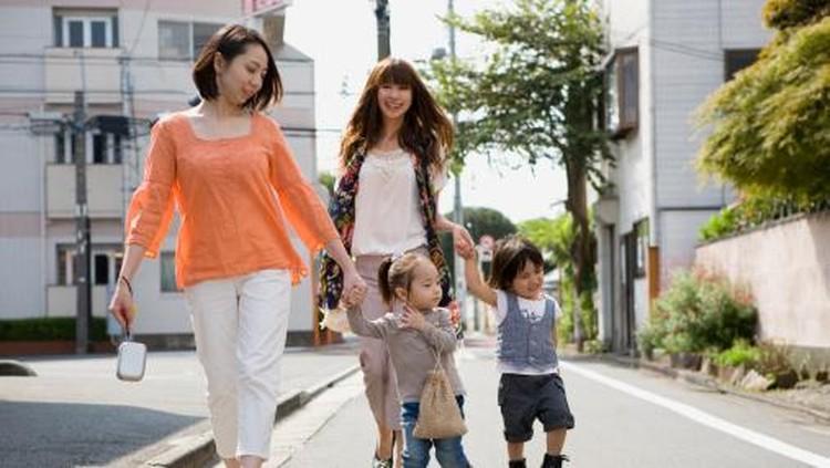 Seberapa Perlu Ortu Antar Anak di Hari Pertama Masuk Sekolah?