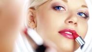 Sering Pakai Lipstik Bikin Bibir Jadi Gelap? Ini Penjelasan Dokter Kulit