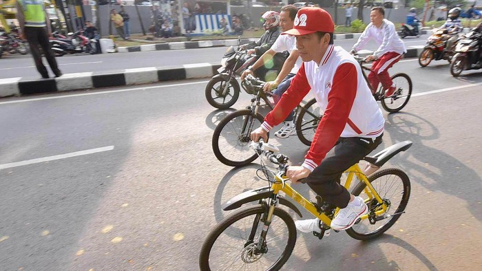 Jokowi sedang gowes sepeda. (Foto: Agus Suparto/Biro Pers Istana Kepresidenan)