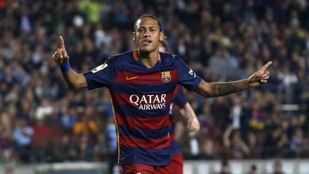 Neymar direkrut Barcelona dari Santos pada 2013.