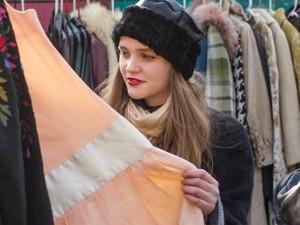 Tips Berburu Dress Vintage di Pasar Barang Bekas