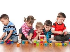 Menumbuhkan Kreativitas Anak Itu Bukan dengan Membanjiri Mainan