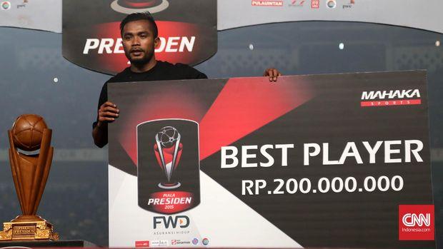 Zulham Zamrun saat menjadi pemain terbaik di Piala Presiden 2015. (