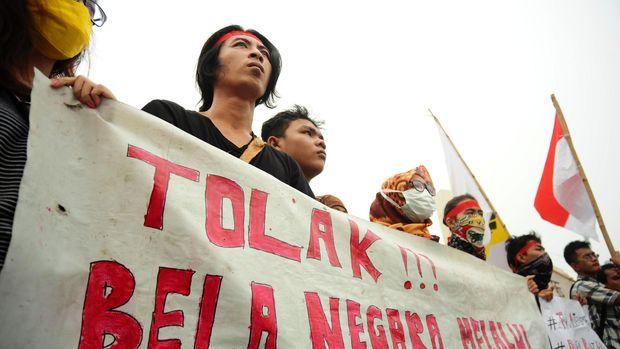 Aliansi Pemuda dan Mahasiswa Kalimantan Barat (AMKB) menolak Bela Negara dan Wajai Militer yang dinilai mengancam kebebasan dan demokrasi.