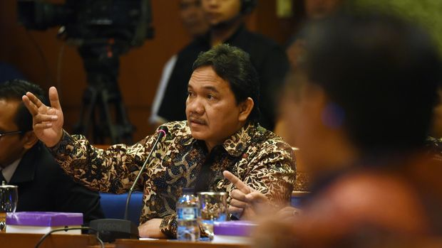 Madura United club chairman Achishnul Chaussey advised Edi Rahaidadi to leave his place in the chairmanship of the PSSI.