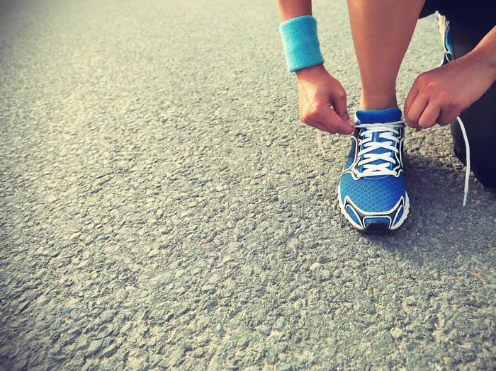 Memilih sepatu lari yang tepat menurut ahli tergantung dari berat badan seseorang. Foto: Thinkstock