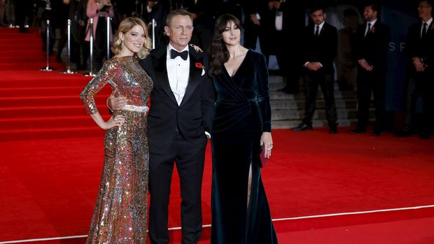 Rachel Weisz tak pernah cemburu pada Bond girl yang mengelilingi suaminya, Daniel Craig.