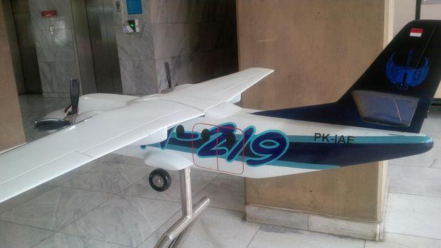 Miniatur pesawat N-219.