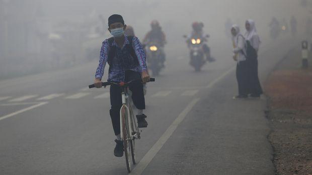 Asap menyelimuti Banjarmasin akibat karhutla, 2015.