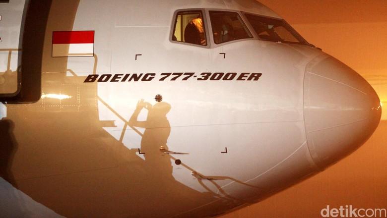 Garuda Indonesia menyambut kedatangan armada baru boeing 777-300ER dengan livery Skyteam. Ini merupakan pesawat terakhir atau yang kesembilan yang dipesan oleh garuda sejak tahun 2013. Total armada Garuda Indonesia hingga kini memiliki empat armada dengan livery Skyteam yaitu boeing B777-300ER, Airbus A330-300, Boeing B737-800 NG dan Boombardier CRJ1000 NextGen. Rachman Haryanto/detikcom.