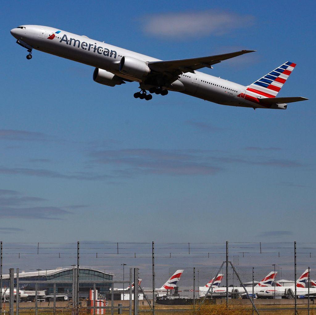 Penerbangan Dibatalkan, Penumpang Ngamuk Pecahkan Jendela Bandara